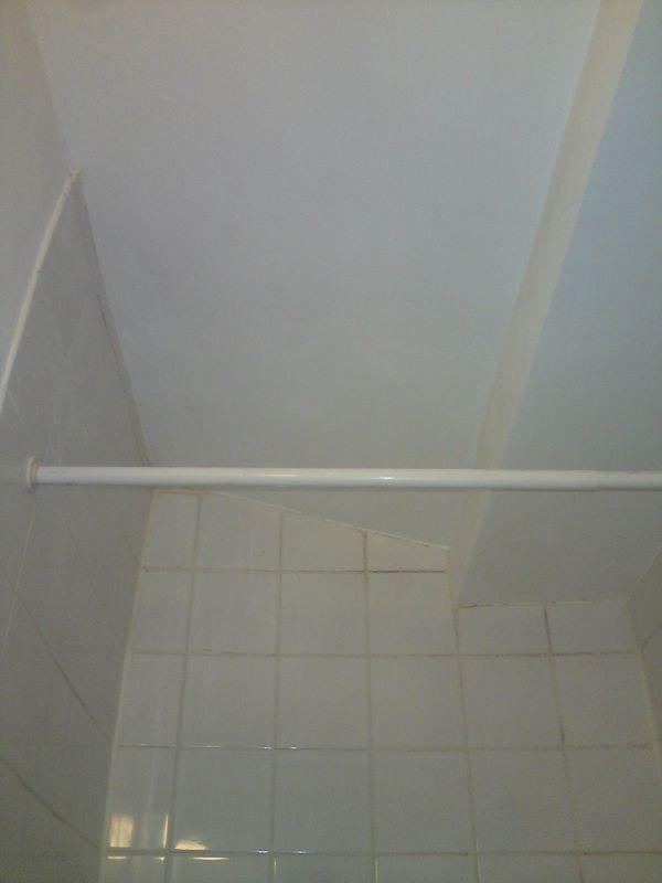 30 aprés la remise en peinture de la salle de bain